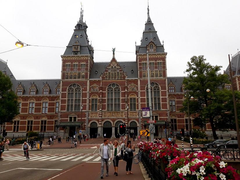 Ontdek de kracht van SEO. Of je nu de regio  Amsterdam of heel Nederland wilt veroveren: wij maken van zoekmachine optimalisatie jouw motor voor groei